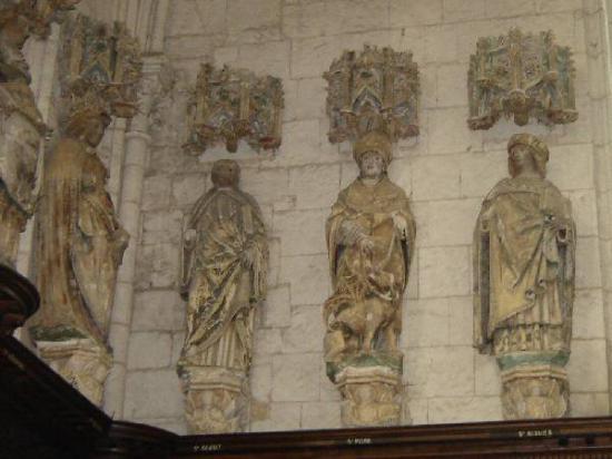 sculpture-de-saint-vigor-sur-l-abbaye-de-saint-riquier-16-eme-siecle.jpg