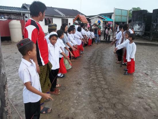 un-serpent-geant-a-koh-mai-pai-sur-l-ile-bamboo-thailande-en-decembre-2012-2.jpg