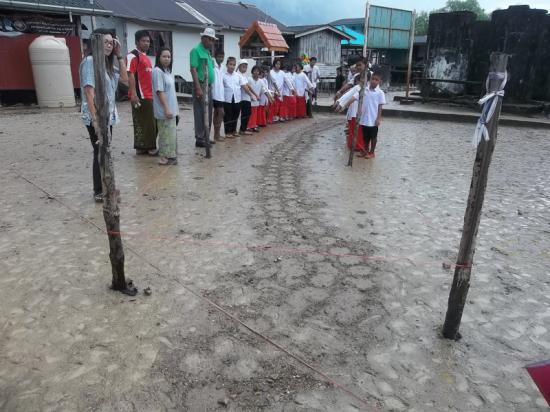 un-serpent-geant-a-koh-mai-pai-sur-l-ile-bamboo-thailande-en-decembre-2012.jpg